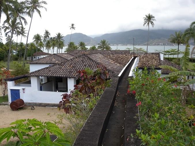 Um dos pontos turísticos históricos em Ilhabela, SP