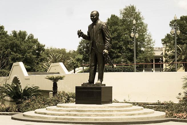 Estátua de Louis Arsmstrong no parque que leva o seu nome