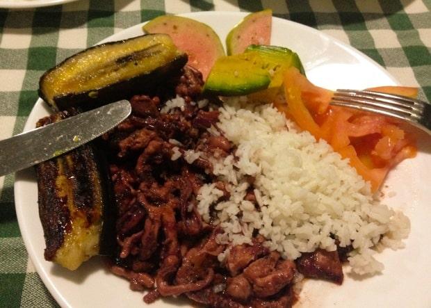 Feijão e goiaba são acompanhamentos comuns na comida típica de Cuba