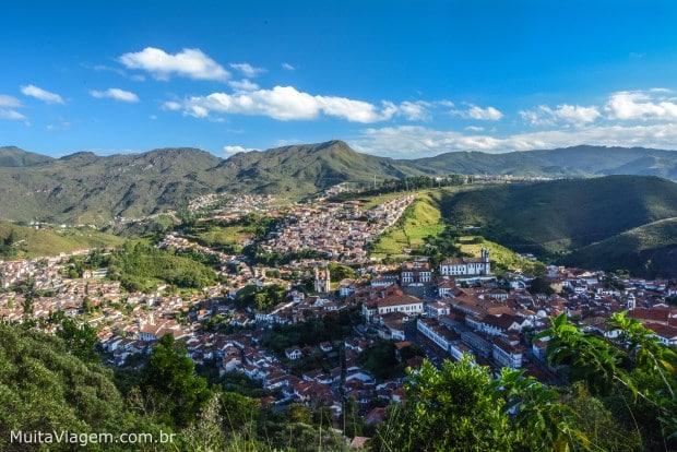 Um passeio romântico perto de BH é conhecer os mirantes de Ouro Preto, que tem boas pousadas e chalés; para chalés para namorados no inverno, confira o distrito de Lavras Novas