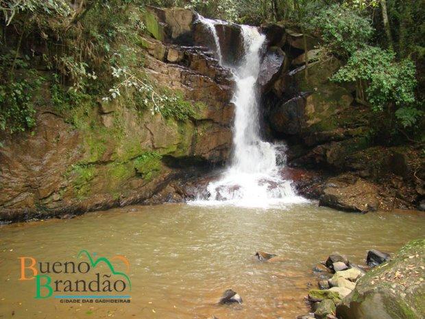 Cidades com cachoeiras, como Bueno Brandão, são gostosas e baratas para ir no sul de MG