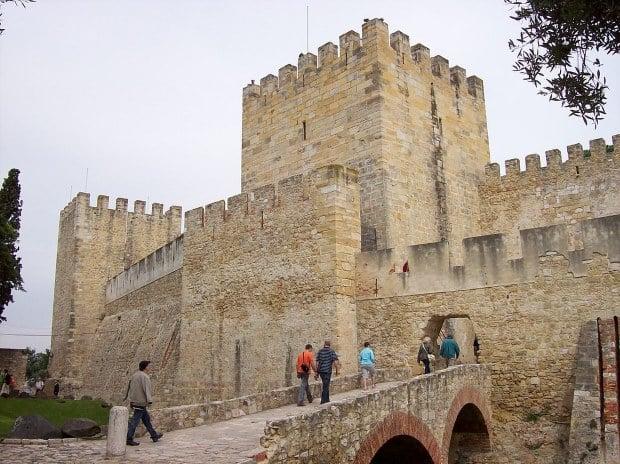 O Castelo de São Jorge é uma das atrações turísticas mais conhecidas de Lisboa
