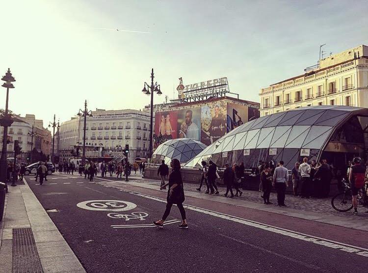O metrô Sol fica do lado do Marco Zero da capital espanhola