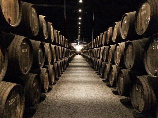 No roteiro no Porto, não deixe de provar um dos símbolos de Portugal, o vinho do Porto