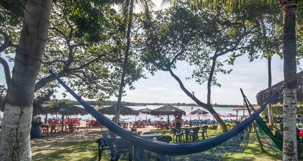 Cumbuco, próximo a Fortaleza, tem muita coisa para fazer, como visitar lagoas