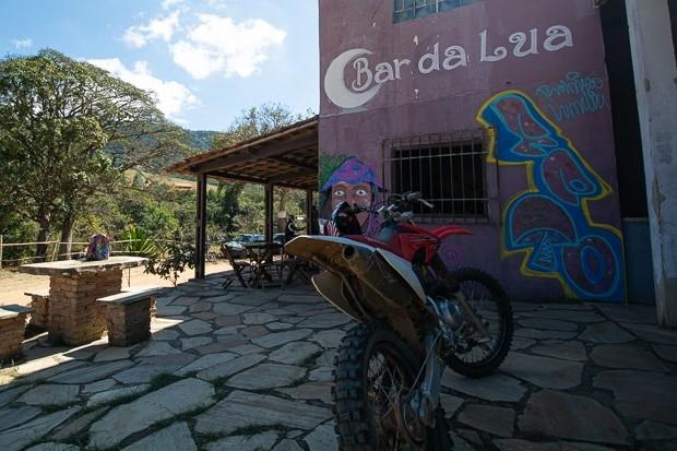Bar em São Tomé das Letras localizado em frente à cachoeira da Lua