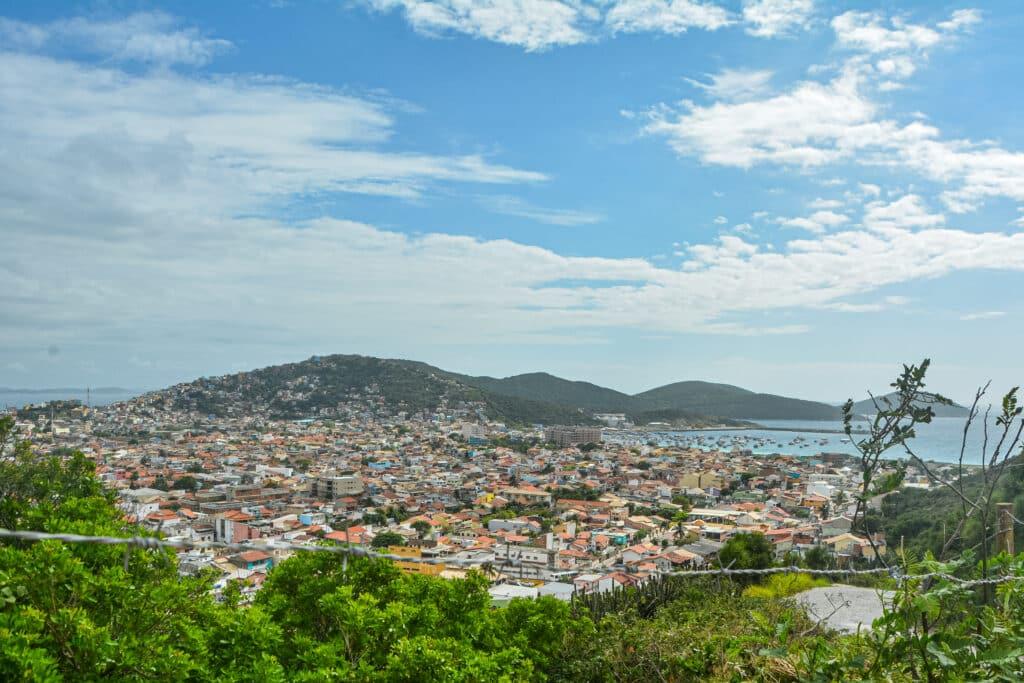 Há hotéis no centro e hotéis com mais privacidade em Arraial do Cabo - RJ